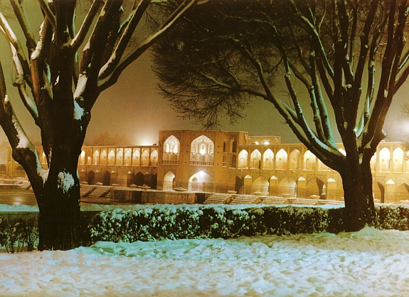 [تصویر: winter-night-in-isfahan.jpg]